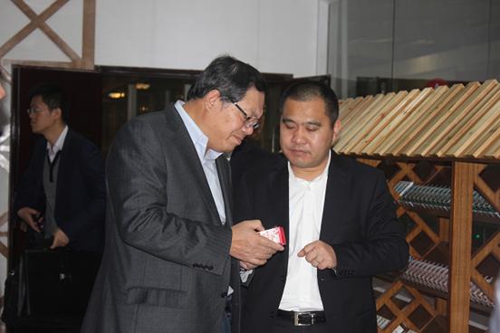 2014年2月27日,时任广西壮族自治区副主席陈刚到qg999乳业公司调研