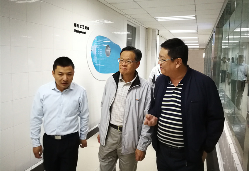 2017年8月,广西壮族自治区主席陈武视察qg999在云南大理的qg999来思尔乳品厂