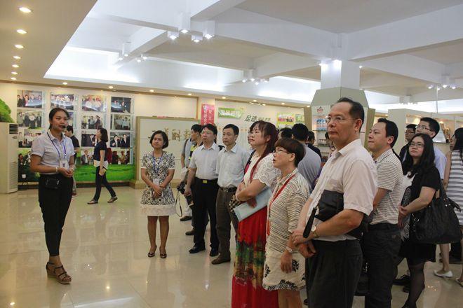 2016年粤桂产业合作对接交流活动考察团到dafa888大发国际考察