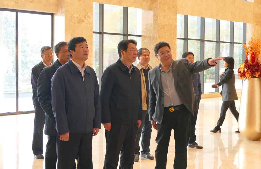 江西省副省长胡强一行在自治区副主席方春明等领导陪同下莅临qg999参观考察